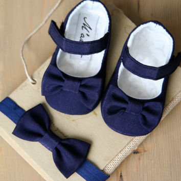 SET of Navy blue baby girl shoes and bow HEADBAND, navy mary jane, dark blue baby slippers booties, navy outfit