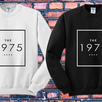 The1975 logo Crewneck Sweater   Available Size S,M,L,XL,XXL color black and white