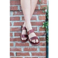leather sandals which is made for women for comfortable summer walks and vacations