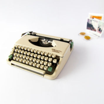 1960s Restored White Mechanical Typewriter, Olympia Splendid 66 in Working Condition.
