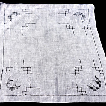 Vintage White Hanky,Bridal Hanky,Embroidered Hanky with Drawn Thread Detail,Vintage Wedding Hanky,Wedding Hanky,Vintage Linens,Something Old