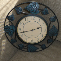 Vintage 60s INGRAHAM IVY LEAVES Trimmed Wall Clock / Battery Operated Vintage Ingraham Clock / Retro Kitchen or Dining Room Décor /