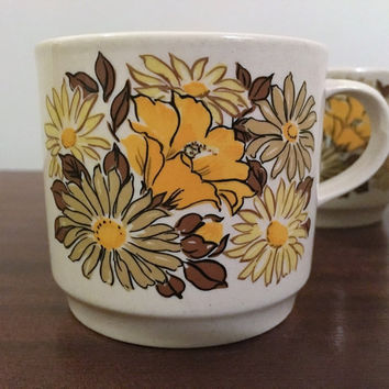 Vintage 1970s Set of Four (4) Johnson of Australia Coffee Mugs Featuring a Yellow, Green and Brown Flower Daisy Arrangment / Retro Pottery