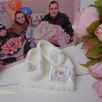 Pregnancy Announcement,Pregnancy Reveal,Reveal Pregnancy.Pregnancy Reveal To Grandparents.Baby Set Reveal To Family.Beanie and baby slippers