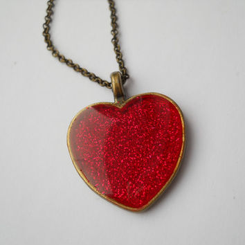 Red heart pendant, red glitter pendant, resin jewelry, antique brass necklace, resin pendant, Valentine's day gift, romantic jewelry