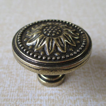 Sunflower Antique Brass Dresser Drawer Knobs Pulls Handle / Rustic Kitchen Cabinet Cupboard Handles Knob Pull French Country Hardware 166