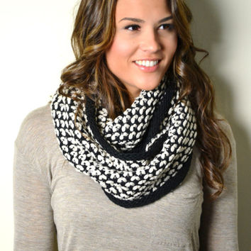 BLACK & WHITE Chunky Knitted Woven Pattern and Solid mix Infinity Loop Circle Scarf Women's Snood Cowl Unisex Scarf
