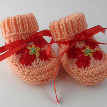 Hand knit baby girl pink bootie red embroidered flower baby shower gift Newborn baby gift