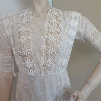 1910s Edwardian Antique Off White Cotton Dress, Size Small, Net Panels, Venise Lace, Bobbin Lace, Embroidery, Museum Piece, Vintage Clothing