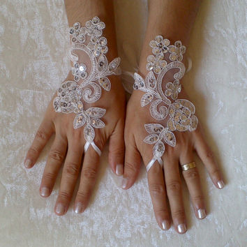 free ship Ivory scaly Wedding gloves adorned sequins party prom wedding bridal bride celebration gift for woman