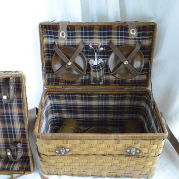 Vintage Picnic Basket with Melamine Dishes