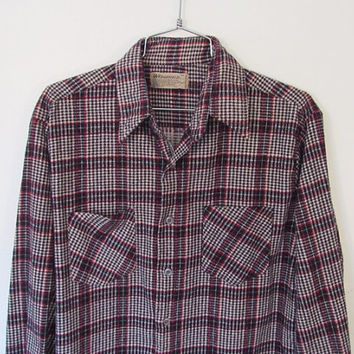 Vintage Men's Wedgefield Flannel Shirt / Blue, White and Red Houndstooth / Plaid Print / 80s Cotton Button-down