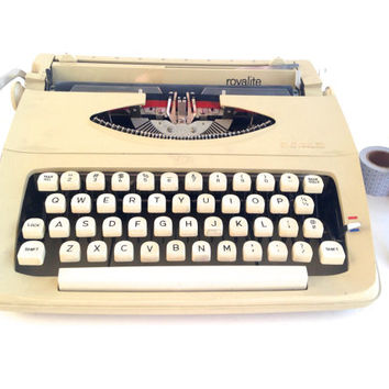 Royal Royalite Typewriter with New Ribbon
