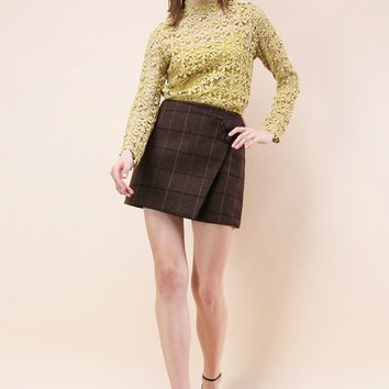 Zest of Grid Flap Bud Skirt in Brown