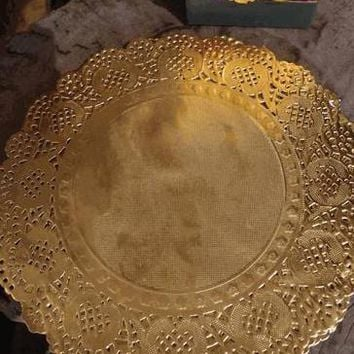 "Pack of 50 Round Paper Foil Doilies in Metallic Gold - 8"" Wide"