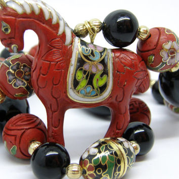 Vintage Chinese Cloisonne Carved Cinnabar 15mm Red Lacquer Black Onyx Beads Horse Pendant Necklace 19""