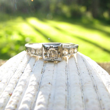 Pretty Art Deco 18K White Gold Diamond Engagment Ring - Old European Cut Diamond - Nice Details