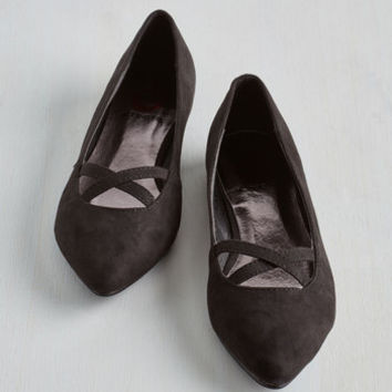 ModCloth Minimal Style Pointers Flat in Black