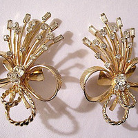 Crystal Flower Bouquet Clip On Earrings Gold Vintage Sarah Coventry Round Stones Ribbon Bow Tied Bridal Wedding Flowers Twisted Curled Ribs