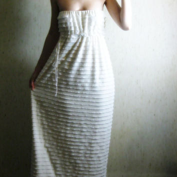 oceans - gorgeous 1960s creamy ivory ruffles lined with organic cotton bamboo strapless hippie boho maxi dress