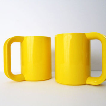 2 Heller Max Mugs in Yellow - Massimo Vignelli Plastic Cups - Pristine