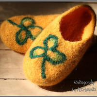 Felted Slippers - Size US5/7 EU36-39, yellow with green clover, 100% virgin wool, knitted and felted