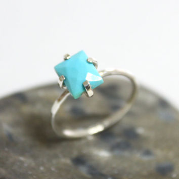 Dainty Sleeping Beauty Turquoise Ring/ Simple Silver Ring/ Stacking Ring/ Hammered Ring/ US 6 1/2
