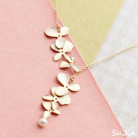 10%SALE)Orchid Flower Train with Tiny White Pearl Dangle, Necklace