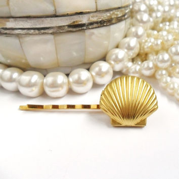 Mermaid Locket Bridal Hair Pin, Beach Wedding, Bridesmaids Hair,  Golden Seashell Clip,  Mermaid Wedding Jewellery, Little Sea Shell Gold