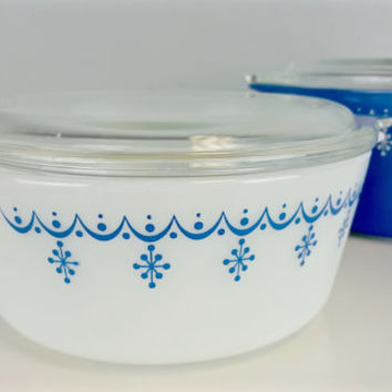 Set of 2 Vintage Snowflake Garland Pyrex Casserole Dishes with Lids Blue and White Pyrex 472 Pyrex 473 Vintage Collectible Pyrex Casserole