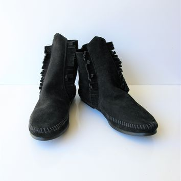 Minnetonka Two Button Hardsole Moccasin Bootie 6 NWOT