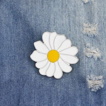 Trendy 1 pcs cartoon white daisy metal badge brooch button pins denim jacket pin jewelry decoration badge for clothes lapel pins AT_94_13