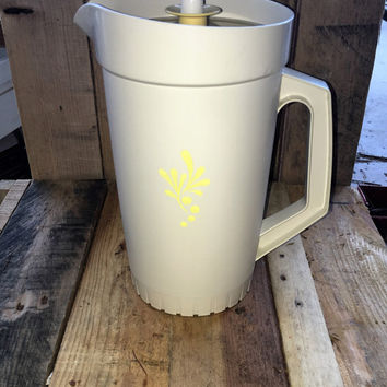 Vintage Retro 1970s 2 Quart (1.8 litre) Tupperware Pitcher Jug / Cream Tupperware Jug Yellow Motif / Servalier Lid / Great Condition
