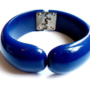 Vintage Hinged Blue Bracelet Carved Resin Clamper Bangle Retro Kitsch Mod Acrylic Plastic Chunky Jewelry