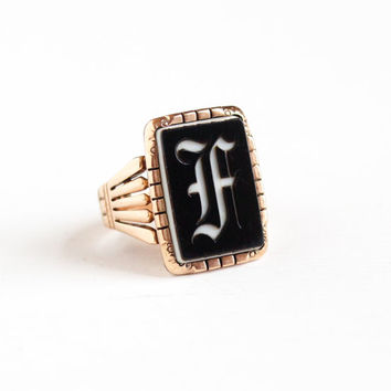 Antique 10k Rose Gold Initial Letter F Signet Banded Black & White Onyx Intaglio Ring - Victorian Size 9 Men's Statement Monogram Jewelry