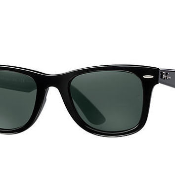 Look who's looking at this new Ray-Ban Wayfarer Ease