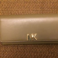 Michael Kors Wallet Mott Large Carryall Olive Green Leather Gold Logo NWT $148