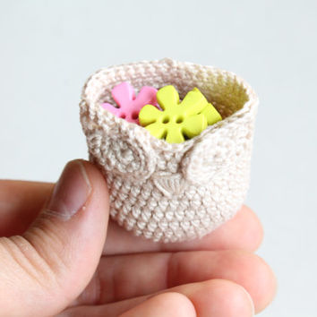 A Tiny Owl Basket (crochet basket, handmade, little storage container, white, off white, mini, small)