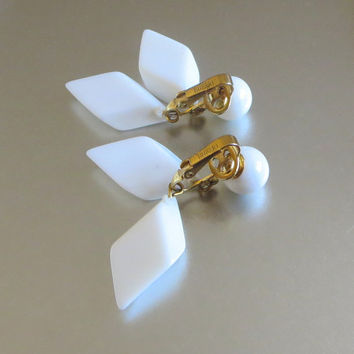 ON SALE Crown Trifari Mod Earrings, Vintage, Glossy White Lucite Plastic Dangles, Mid Century, Valentine!