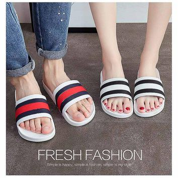 2107 new Fashion Slippers Home-based Flip flops Shower Room Non-slip Thick soles Indoor and outdoor Sandals Slippers