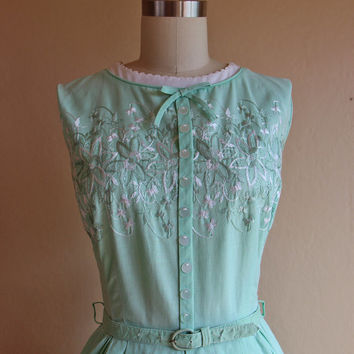 1950s Dress - Vintage 1950s Dress - Mint Green Embroidered Cotton Garden Party Sundress S - Leaf Music
