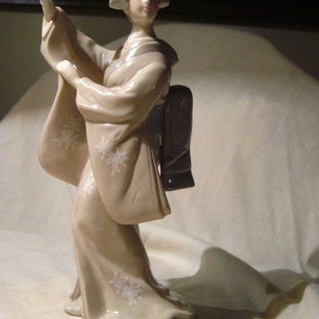 Vintage Toyo Japan Geisha With Fan  Porcelain Figurine, Very Beautiful and Collectible!