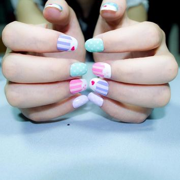 20 Pcs New Candy Kawaii Children Fake Nails Pre-glue Nail Tips Press on for Little Girls Cakes Pattern Kits patch for Finger