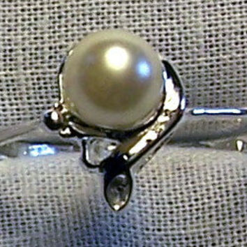 Pearl Ring Fresh Water Pearl Ring in a Sterling Cute and Elegant Setting