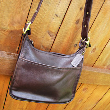 vintage Coach chocolate brown leather boho crossbody bag. hobo crossbody bag. Coach 9966. leather crossbody messenger