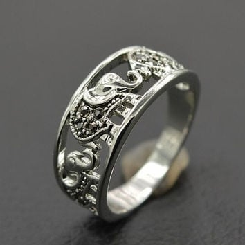 Cool Hollow out Elephant Ring