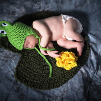 Photography Prop Crochet Frog Hat With Lily Pad/Frog Hat with Lily Pad and Lotus Flower