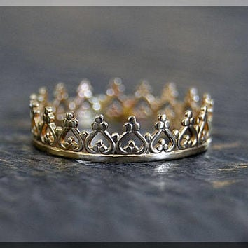 Solid 14k Gold Princess Crown Stacking Ring, 14k gold Crown ring, Stacking Ring, delicate solid gold ring, 14k Solid Gold Novelty Ring