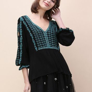Boho Daisy Embroidered Smock Top in Black