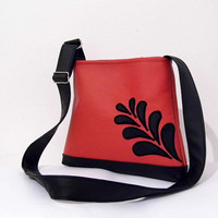 FREE SHIPPING Classy faux leather purse in black and red